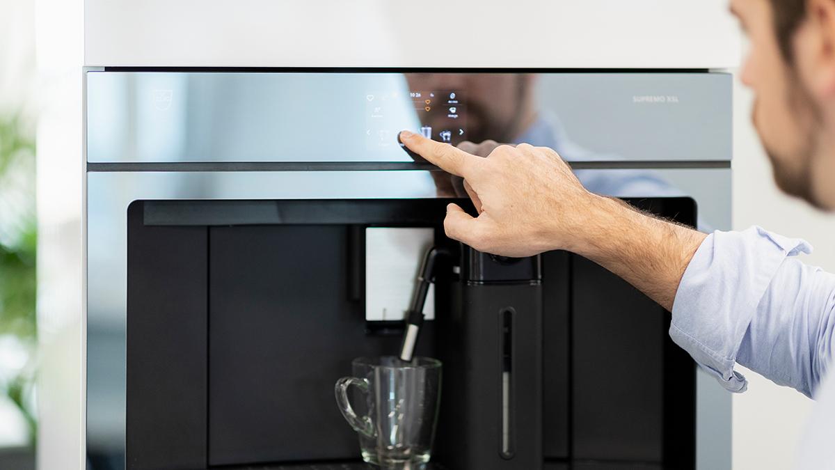 coffecenter-vzug-Per-Knopfdruck-zum-Lieblingskaffee-Barista-blogvzug-Giancarlo-Rosetti