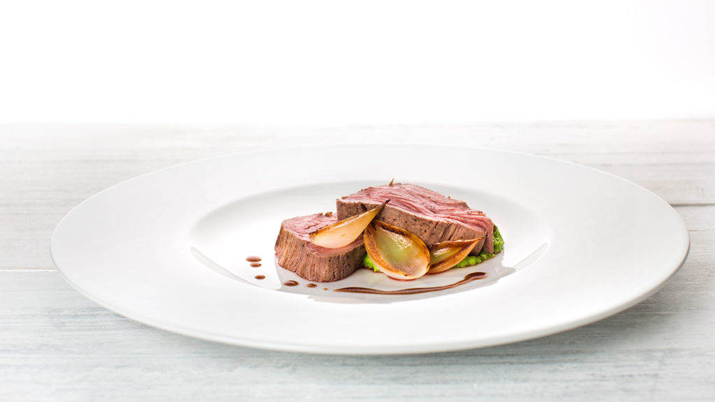 blog v zug Fillet of beef with grilled onion and pea purée