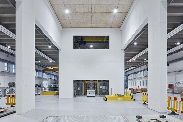 V-ZUG Zephyr Hangar pressing plant